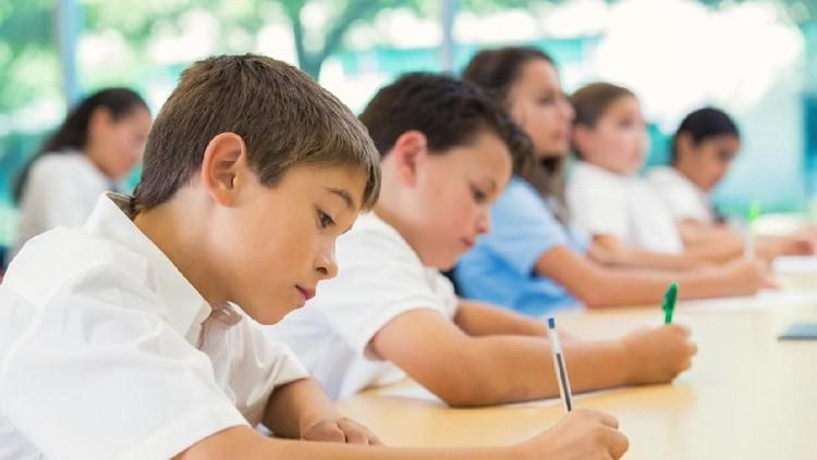 Sebelum menghadapi ujian akhir semester (UAS), ajari si kecil doa memohon ilmu berikut agar dimudahkan mengerjakan soal-soalnya.