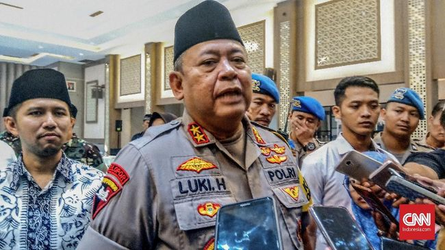 Kapolda Jawa Timur Irjen Luki Hermawan bahkan mengaku tidak sungkan memohon Interpol menerbitkan red notice untuk mengejar Veronica Koman.