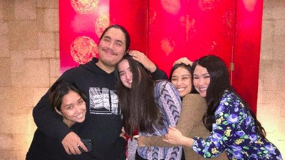 6 Potret Kompak Titi DJ bersama Anak-anaknya