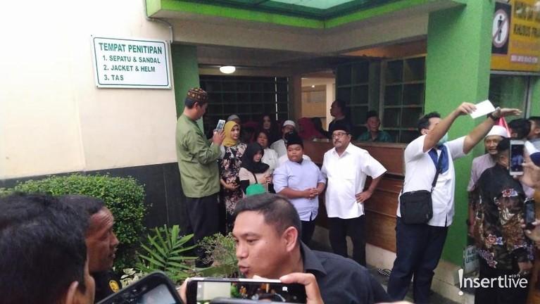 Bukan hanya di Bekasi, para pemain juga akan menggelar buka bersama dengan warga Tangeran di Al - A'zhom Tangerang pada 21 Mei mendatang.