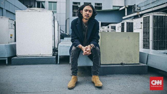 Penampilan Pamungkas di Music at Newsroom CNN Indonesia, Jakarta, 16 Mei 2019. CNN Indonesia/Bisma Septalisma