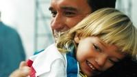 <p>Arnold selalu ingat mengucapkan selamat ulang tahun kepada putra dan putrinya. <em>Sweet!</em>