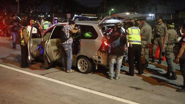 Mengantisipasi pergerakan massa ke Jakarta jelang 22 Mei 2019, kepolisian pun menggelar sweeping termasuk di Bandara Juanda dan Terminal Purabaya Sidoarjo.