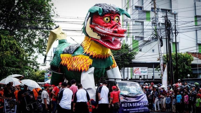 Dugderan, Semarang.Tradisi ini sudah dilakukan sejak tahun 1881 hingga sekarang. Seperti pesta rakyat yang dilakukan dengan rangkaian karnaval dan tari-tarian.