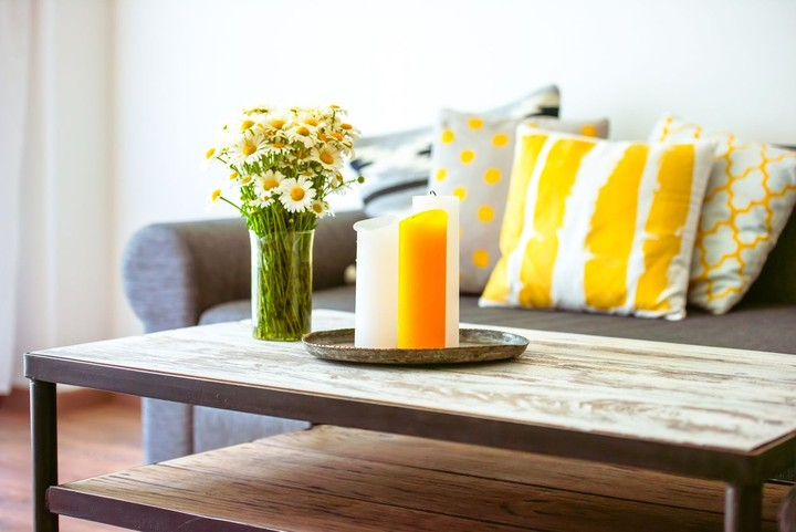 Lagi-lagi warna kuning menjadi pilihan Bunda untuk menghias rumahnya tahun ini. Cocok untuk hari raya Idul Fitri yang jatuh saat musim panas, sehingga memberi kesan lebih <em>colorful.</em> (Foto: iStock)