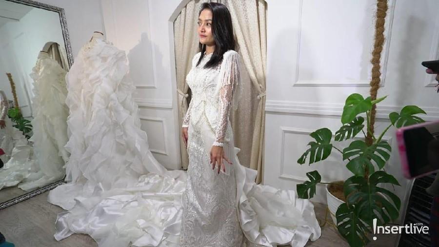Wow... Panjang Gaun Pengantin Siti Badriah  Hampir 2 Meter
