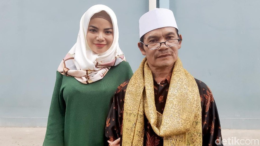 Kesedihan Ayah Dinar Candy Saat Putrinya Berpenampilan Seksi