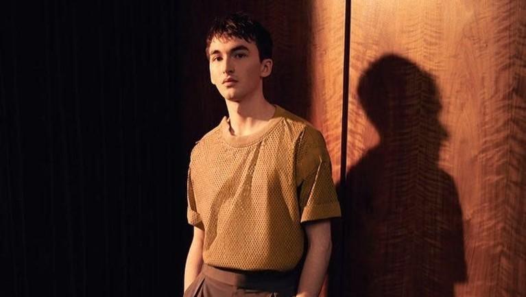 Bran Stark akhirnya duduk di singgasana penguasa The Seven Kingdoms dalam serial terakhir Game Of Thrones. Ini potret Issac Hempstead Wright yang memerankannya.