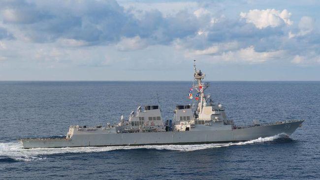 Militer Amerika Serikat mengerahkan dua kapal angkatan lautnya untuk berlayar melewati Selat Taiwan, Rabu (22/5).