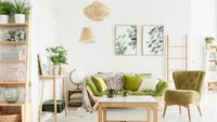 Warna hijau memang selalu memikat untuk membuat ruangan jadi lebih hidup ya, Bun. Sofa berwarna hijau dengan perpaduan bunga dan lukisan,akan menjadikan ruangan terasa sejuk danBunda semakin bentah di rumah. (Foto: iStock)
