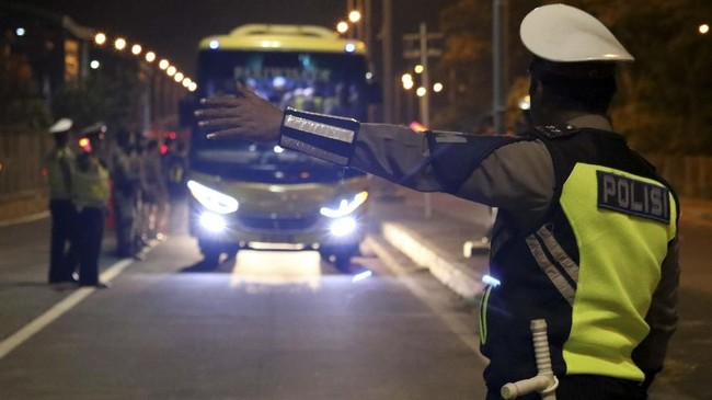 Sejumlah Mobil Ditolak Masuk Surabaya, Didominasi Pelat S & N