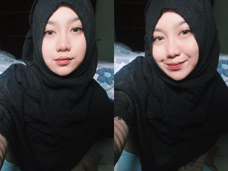 Awal Ramadan lalu, Ghea juga mengunggah foto kolase yang memperlihatkan ia mengenakan hijab warna hitam.