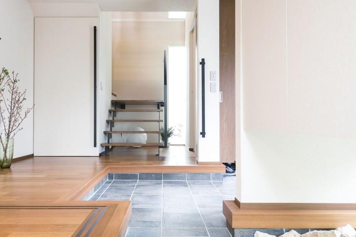 Desain interior bergaya Jepang yang minimalis kembali diminati. Mengusung open space dan didominasi kayu, ruangan terkesan rapi dan bersih.