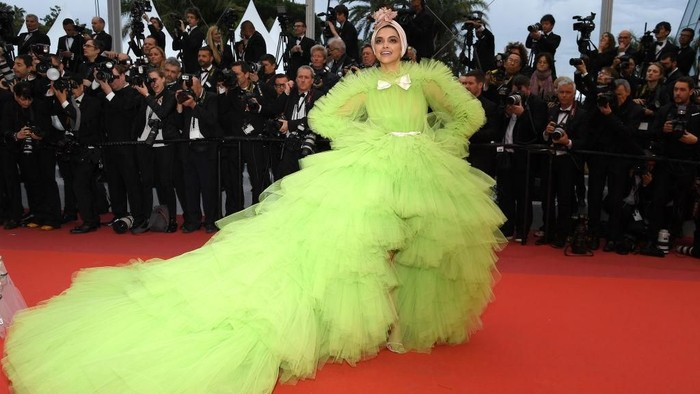 Dijuluki Ratu Fashion Bollywood oleh Vogue, Ini 7 Gaya Stylish Deepika Padukone di Red Carpet