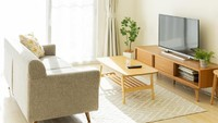 <p>Unsur kayu dan alam sangat mendominasi interior hunian Jepang. Mulai dari furnitur hingga lantai semuanya serba kayu. Sementara tanaman hias seperti bonsai dan bambu biasanya diletakkan di atas kabinet atau pojok ruangan. (Foto: iStock)</p>