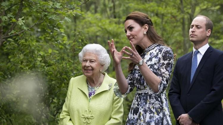 Mengenal Tradisi Hormat Kate Middleton pada Sang Nenek Mertua