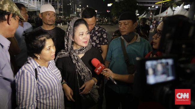 Titiek Soeharto kecewa dengan aparat keamanan yang dianggap terlalu berlebihan menyambut aksi di Bawaslu yang kebanyakan kalangan ibu-ibu tersebut.