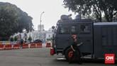 Polri menetapkan status siaga satu di Jakarta sepanjang pekan pengumuman hasil Pemilu 2019. Aparat dikerahkan menjaga sejumlah titik penting di Ibu Kota.