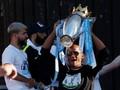 Kompany Pakai Kaus 'Jangan Tembak' di Parade Juara Man City