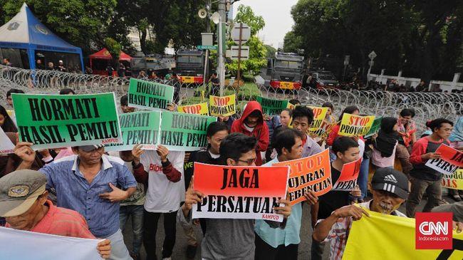 Aktivitas pabrik motor dan mobil di dalam negeri tetap normal meski beredar kabar bahwa ada gerakan massa yang akan memanaskan situasi politik dalam negeri.