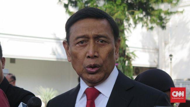 Wiranto mengatakan selaku aparatur pemerintah dirinya tak bisa mengintervensi hukum dengan menjadi pihak yang meringankan Kivlan Zen.