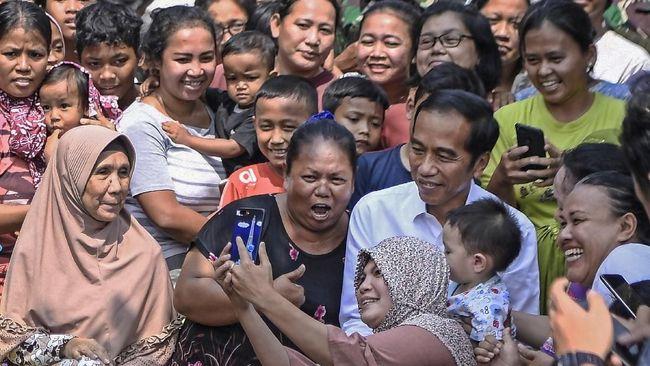 Pidato kemenangan Jokowi usai Pilpres 2019 di Kampung Deret, Jakarta Selatan, diwarnai catatan kelam Aksi 22 Mei di jantung Ibu Kota.