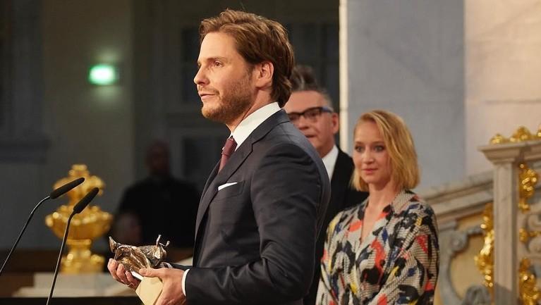 Kemudian, Daniel Bruhl berakting di film Jerman berjudul Good Bye, Lenin!yang membuatnya meraih penghargaan Best Actor dalam penghargaan European Film Award dan German Film Award.