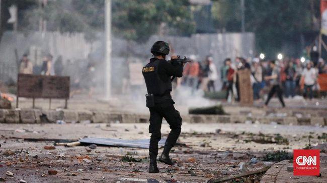 Massa aksi 22 Mei mulai mendatangi Komisi Pemilihan Umum (KPU) pusat. Pantauan CNNIndonesia.com massa yang datang baru berjumlah puluhan.