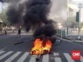 Massa Demo Ricuh di Tanah Abang ke Polisi: Tembak, Tembak!