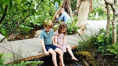 6 Potret Keseruan Anak-anak William dan Kate Bermain di Taman