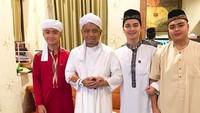 Arifin Ilham bersama ketiga jagoannya yaitu Alvin, Ameer, dan Azka. (Foto: Instagram/ @alvin_411)