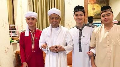 So Sweet! Kebersamaan Ustaz Arifin Ilham dengan Anak-anaknya