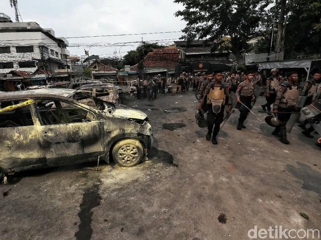 Polisi Terus Bersiaga di Halaman Asrama Brimob Petamburan