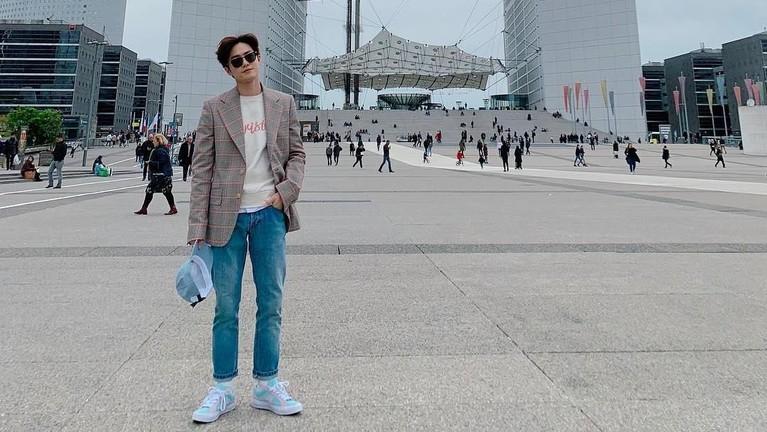 Sukses sebagai penyanyi terkenal, Suho juga melebarkan sayapnya di dunia akting. Ia pernah mendapatkan peran utama di tiga drama, The Universe's Star, Rich Man, dan How Are You Bread.