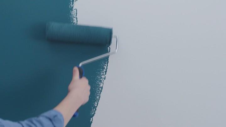 Unik dan menarik dicoba nih, Bun, cara mengecat dinding seperti memakai wallpaper.