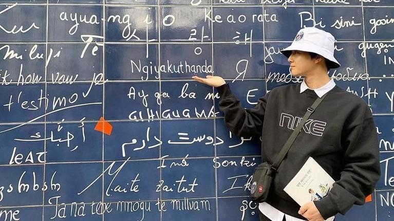 Jadi sudah tak heran kalau Suho menguasai empat bahasa asing, yakni bahasa Korea, Inggris, China, dan Jepang. Gimana keren kan?