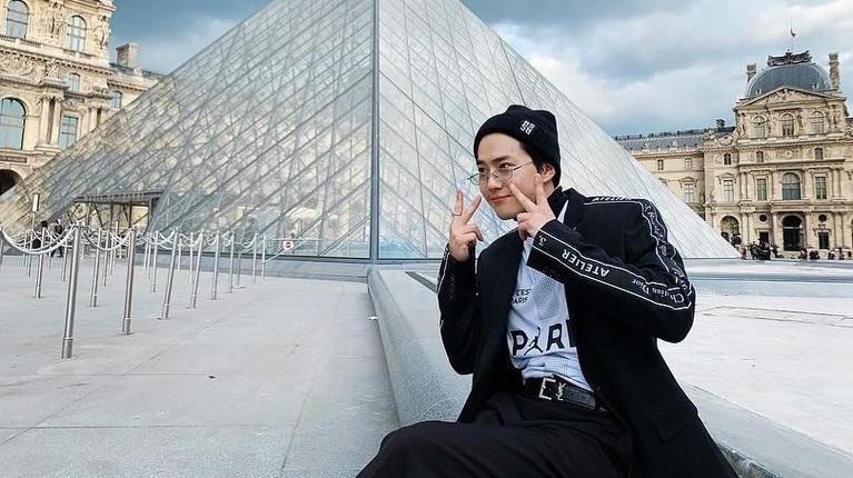 Pria bernama lengkap Kim Jun-myeon ini termasuk salah satu mahasiswa terpintar di Univertas National of Arts. Bahkan, ia masuk ke dalam Top 50 mahasiswa terbaik perguruan tinggi tersebut.
