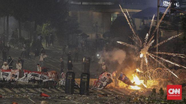 Setidaknya terjadi dua titik rusuh terkait aksi di Jakarta pada Rabu (22/5) malam yakni di depan Bawaslu dan Jalan Brigjen Katamso-Slipi.