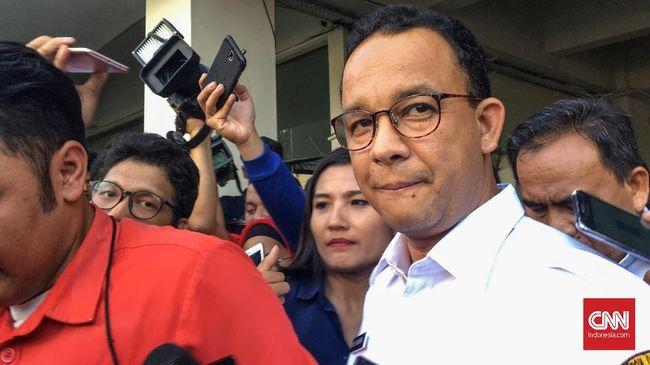Sekda DKI Saefullah hanya meminta masyarakat untuk membiarkan Gubernur DKI Anies Baswedan bekerja karena baru dua tahun menjabat.