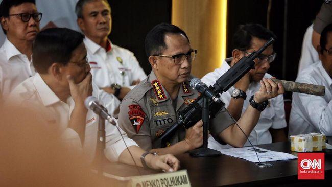 Kapolri Jenderal Tito Karnavian menjelaskan aparat kepolisian awalnya tidak membawa senjata mematikan ketika mengamankan aksi demonstrasi di Deiyai, Papua.