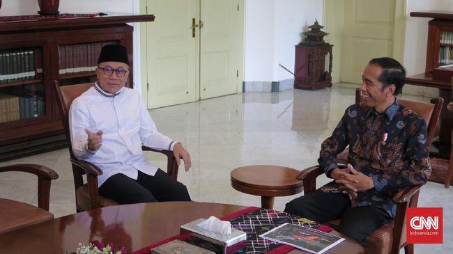 Usai Susilo Bambang Yudhoyono dan Prabowo Subianto, kini giliran Ketum PAN Zulkifli Hasan bertemu Presiden Jokowi di Istana Merdeka siang ini.