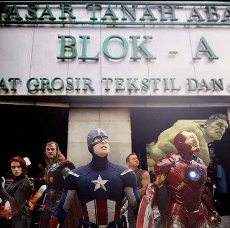 Meme kocak para avengers yang sedang menjaga Pasar Tanah Abang Blok A, akibat kericuhan aksi 22 Mei.