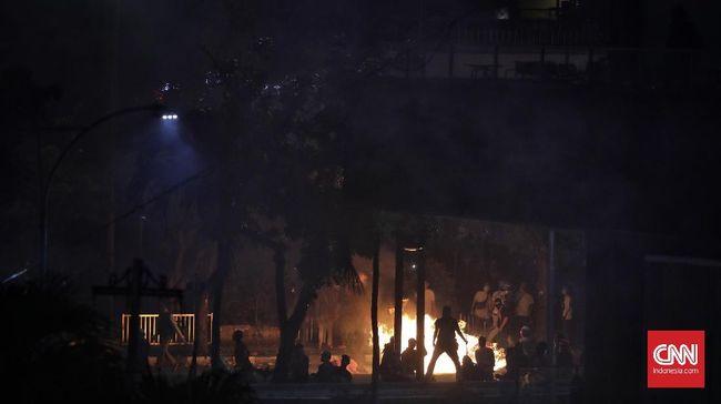 Kerusuhan 21-22 Mei menewaskan sembilan orang. Empat di antaranya telah divisum, lima lainnya belum diautopsi. Polisi menyebutkan proyektil di tubuh korban.