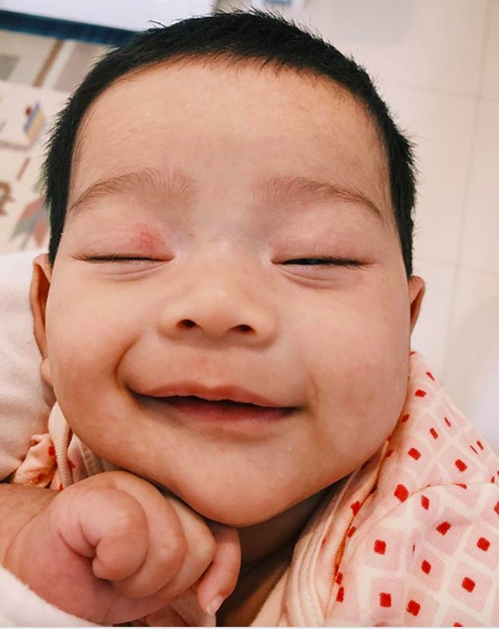Begitu melihat ekspresi Kalea Jada Agyra dijamin gemas dan pingin cium deh, Bun. Intip yuk ragam ekspresi bayi berusia 5 bulan itu.
