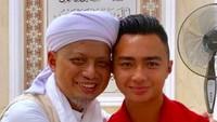 Arifin Ilham dan sang anak, Azka, mirip enggak, Bun? (Foto: Instagram/ @kh_m_Arifin_iham)