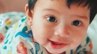 <p>Senyum Kalea memang selalu memikat hati. Bisa jadi peneduh hati orang yang melihatnya ya. (Foto: Instagram @gyaps)</p>