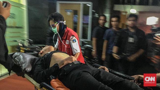 Sejak pukul 18.30 WIB hingga saat ini ada 10 orang peserta massa aksi di depan Bawaslu RI yang dirawat di RSUD Tarakan akibat terkena gas air mata.