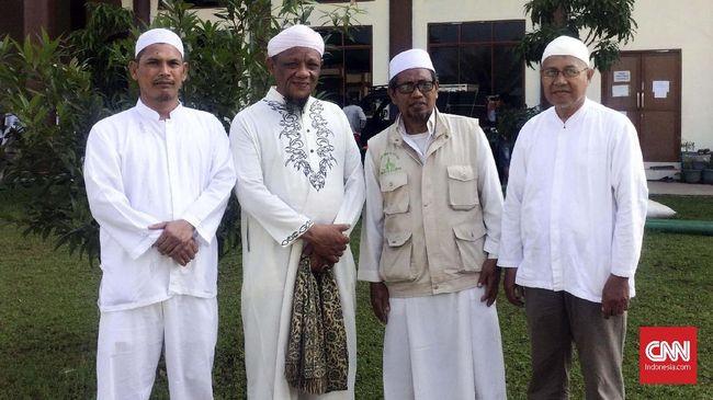Pimpinan Majelis Az-Zikra Muhammad Arifin Ilham disebut sebagai penceramah yang mandiri, termasuk menyiapkan kain kafannya sendiri.
