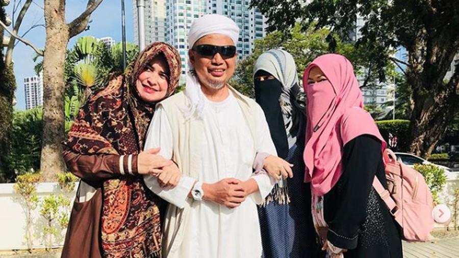 Cerita Istri Ketiga Arifin Ilham Penuhi Janji Saat ke Makam Suami