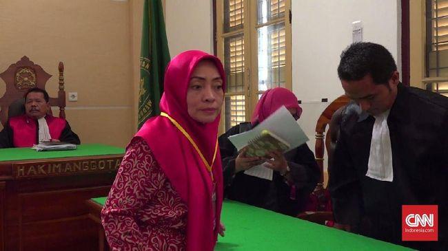 Dosen USU Himma Dewiyana Lubis divonis dua tahun penjara karena terbukti mengunggah hoaks soal teror bom Surabaya sebagai pengalihan isu #2019GantiPresiden.